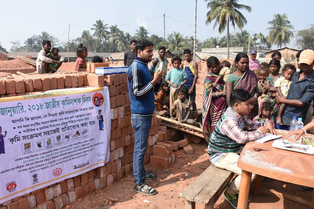 Photo 1: A multi-purpose worker explains the benefits of deworming to the community, at a deworming booth at the brick kiln site in Jirania, West Tripura